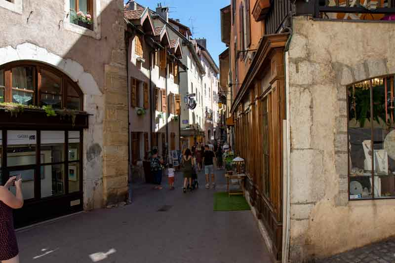 Explore-the-Historic-Town-of-Annecy-France