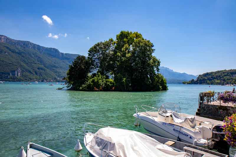 Relax-by-Lake-Annecy-France