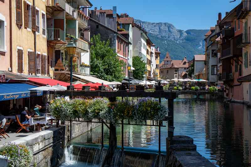 Wander-Along-the-Quays-of-Annecy-France